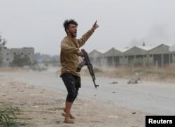 برخی هشدار دادهاند لیبی «در مسیر سوریه» است.