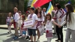 Украинцы в Чехии вышли на марш в вышиванках (видео)