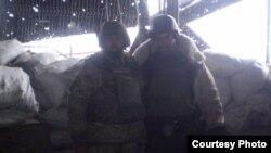 Леонід Кравець з товаришем на диспетчерській вежі в Донецькому аеропорту