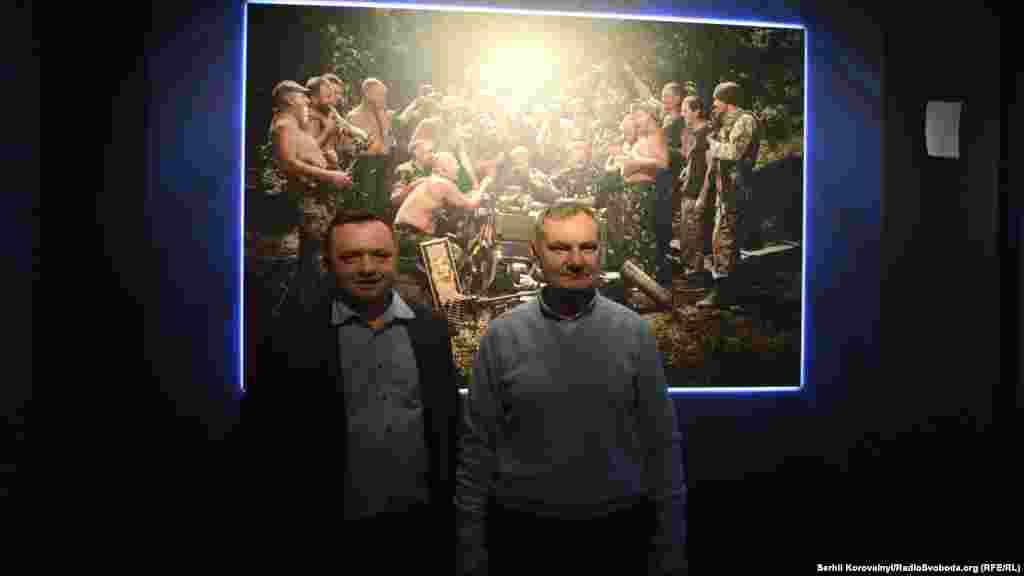 Автор розповів, що найбільш охоче військові позували для фотографії «Запорожці пишуть листа турецькому султану» (автор оригінальної картини – Ілля Репін)