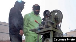 ایران به تازگی از یک دستگاه برای قطع انگشتان افراد متهم به سرقت رونمایی کرده است.