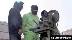 Islamic punishment of cutting finger of a thief in Iran, 24Jan2013