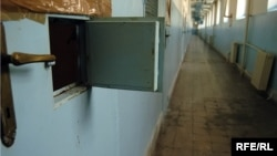 Открытое окошко тюремной камеры. (Иллюстративное фото.)