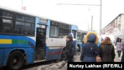 Қалалық автобус көліктері. Алматы, 22 қараша 2012 жыл.