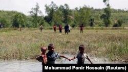 Pripadnici naroda Rohindža bježe u Bangladeš, 28. kolovoza 2017.