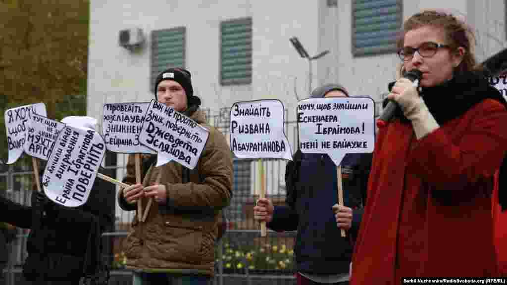 Нынешние власти Крыма де-факто признают случаи исчезновения, но отрицают свою причастность к ним.