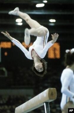 Румунська гімнастка Надія Команечі під час літніх Олімпійських ігор у Москві, липень 1980 року