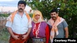 YÖRÜK TÜRKMEN TÜRK SEVDALILARI atly Facebook sahypasynyň gurujylary: Alper Turan Tekeli (çepde) we Hafiz Ali Acıbucu (sagda)