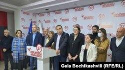«Це були не вибори», – сказав лідер блоку «Стратегія Агмашенебелі» Георгій Вашадзе і закликав громадян вийти на акцію протесту 8 листопада.