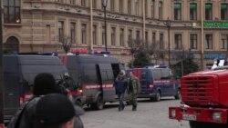 Оцепление возле станции метро в Петербурге