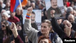 Opposition supporters rally in Yerevan to demand that the authorities release political prisoners and respect human rights. (file photo)
