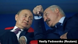 Vladimir Putin (left) and his Belarusian counterpart, Alyaksandr Lukashenka (file photo)