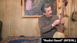 Шавқмамад Пӯлодов, сарояндаи сурудҳои суннатӣ ва устои созҳои торӣ.