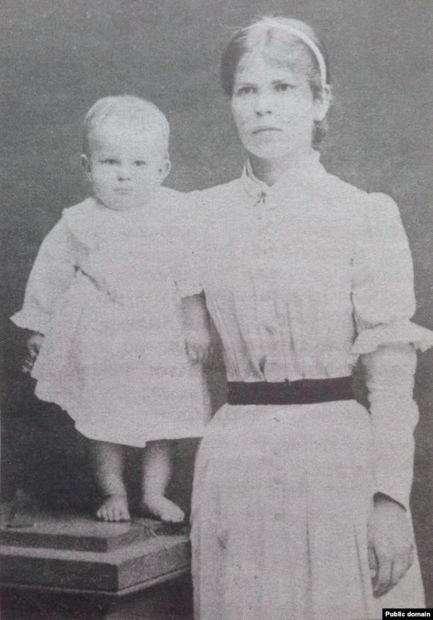 Марыя Багдановіч з Максімам (першы вядомы здымак паэта), 1892