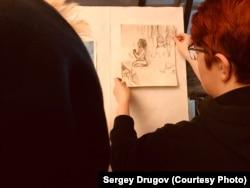 Подготовка выставки на тему ментальных расстройств. Фото: Сергей Другов