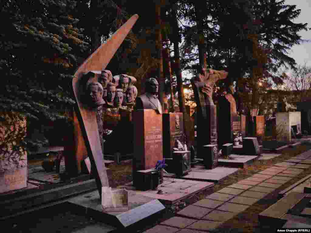 A row of Soviet-era burials. During the Soviet period, only internment around the walls of the Kremlin was seen as more prestigious than being laid to rest in Novodevichy.