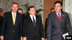 Turkish Prime Minister Recep Tayyip Erdogan, European Commission President Jose Manuel Barosso, and Georgian President Mikhail Saakashvili (from left) in Ankara for the signing ceremony on July 13