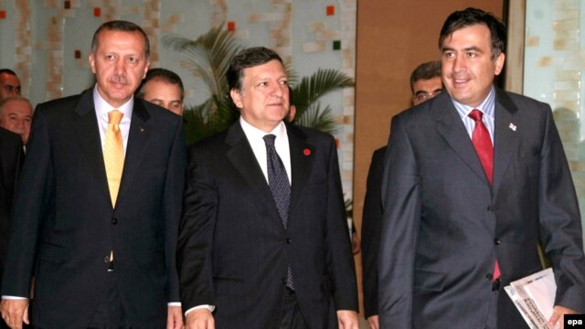 Turkish Prime Minister Recep Tayyip Erdogan, European Commission President Jose Manuel Barosso, and Georgian President Mikhail Saakashvili (from left) in Ankara for the signing ceremony on July 13