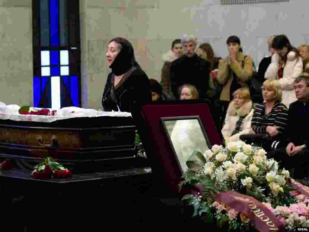 Мать Анастасии Бабуровой - Лариса.