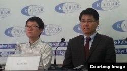 Бизнесмены из Южной Кореи на пресс-конференции в Бишкеке. 19 марта 2015 года.