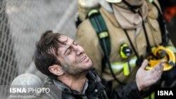Іранський рятувальник біля зруйнованого будинку, Тегеран, 19 січня 2017 року