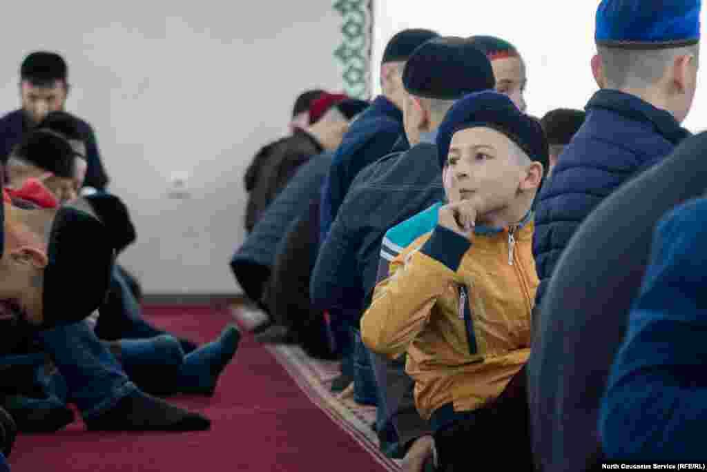 Чтобы получить шанс попасть в школу, ребенок должен выучить наизусть один из тридцати джузов (частей) Корана