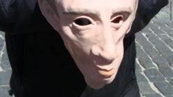 У Маскве затрыманы актывіст у масцы Пуціна ВІДЭА