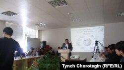 Кыргыз Уикипедиясына арналган жыйындан. Бишкек, 2011-жылдын 30-марты.