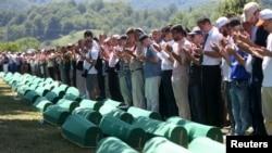 Blokiranje rezolucije o Srebrenici u Savetu bezbednosti Rusija je pokušala da uravnoteži saučešćem porodicama poginulih
