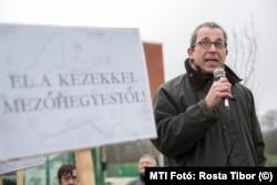 Bodnár Zoltán, a Terézvárosi Vagyonkezelő vezérigazgatója még mint a Liberálisok ügyvivője egy tüntetésen 2015-ben