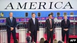 مناظره نامزدهای جمهوریخواهان انتابات ریاست جمهوری آمریکا؛ از چپ به راست: جورج پاتاکی، ریک سنتورم، بابی جیندال و لیندزی گراهام