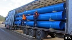 Тръбите за водопровода от Мало Бучино до Перник