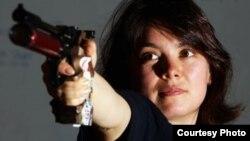 Нысана көздеуші қазақ қызы Дина Аспендиярова. Сурет Лондон олимпиадасының ресми сайтынан алынды.