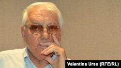 Valeriu Muravschi în studioul Europei Libere la Chișinău