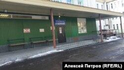 Приёмный покой краевой больницы имени Лукашевского. Хирургический корпус. Сейчас на карантине.