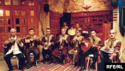 Мугам является древней и сложной формой музыки свойственно Центральной Азии, Турции и Ближнего Востока
