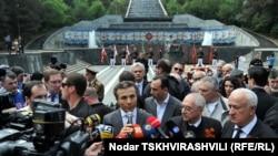 О том, что Иванишвили постоянно находится в Грузии лишь с 2004 года, член юридического комитета парламента Грузии Андро Алавидзе узнал только сегодня от одного из оппозиционеров