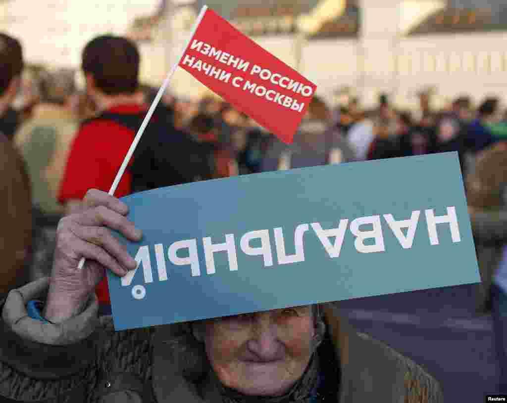 8 сентября Сергей Собянин победил на выборах мэра Москвы, Алексей Навальный занял второе место. На фото - митинг сторонников Навального после выборов.