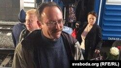Вячаслаў Сіўчык на вакзале ў Менску