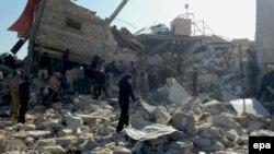 Pamje nga një ndërtesë e shkatërruar në Idlib të Sirisë, për të cilën thuhet se ishte spital