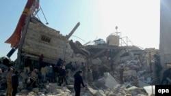 Разбомбленная гуманитарная больница в сирийском городе Марат-аль-Нуман в провинции Идлиб (15 февраля 2016 года)