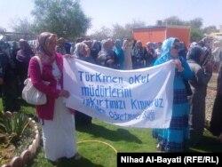 Yrakdaky türkmen mugallymlary protest mahalynda, 2011-nji ýylyň iýun aýy.