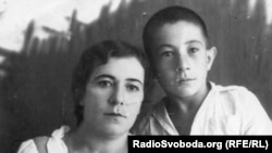 Наріман Казенбаш з мамою