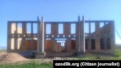 Өзбекстан ауылдарында салынып жатқан үйлердің бірі.