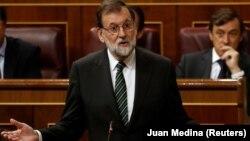 Испания премьер-министрі Мариано Рахой парламентте сөйлеп тұр. Мадрид, 18 қазан 2017 жыл.