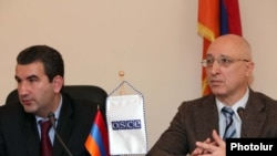 Armenia -- The Chairman of State Commission on the Protection of Economic Competition, Artak Shaboyan (L), and the head of the OSCE mission, Serge Kapinos speaking at a press conference in Yerevan. 02Jun2010