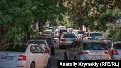 Ремонт дороги и пробки на улице Александра Невского, Симферополь, Крым. Иллюстрационное фото