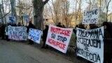 Aktivisti su Badnića dočekali transparentima i povicima
