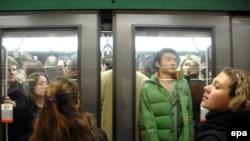 Метрополитен в Париже перевозит 10 миллионов пассажиров в день. Последствия забастовки его работников представить трудно