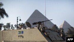 Egypt -- Egyptian army soldiers take position in front of the Giza pyramids in Cairo, 31Jan2011